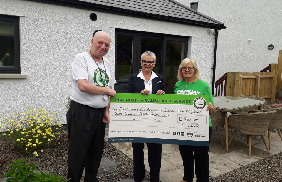 Quiz cash presented to worthy charities